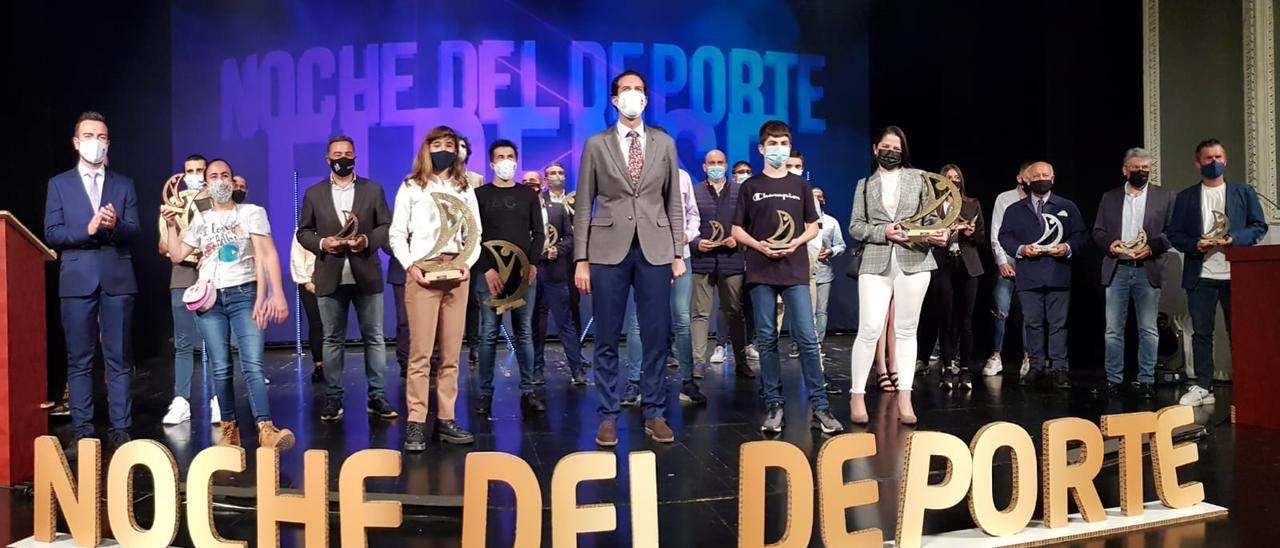 La noche del Deporte Eldense se ha celebrado con el aforo reducido en el Teatro Castelar.