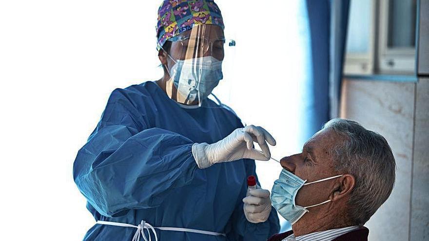 Casi un 3 por ciento de los sanitarios de la Región ha tenido coronavirus