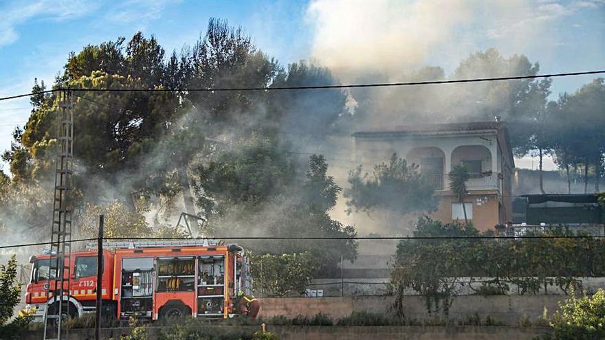 Incendio en Los Lagos de Alginet