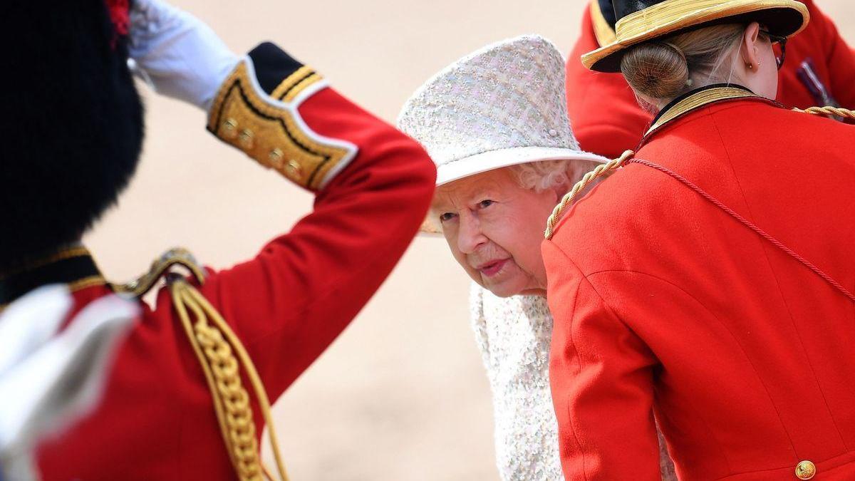 """La monarquía británica revisará sus """"políticas de diversidad"""" tras las acusaciones de Meghan"""
