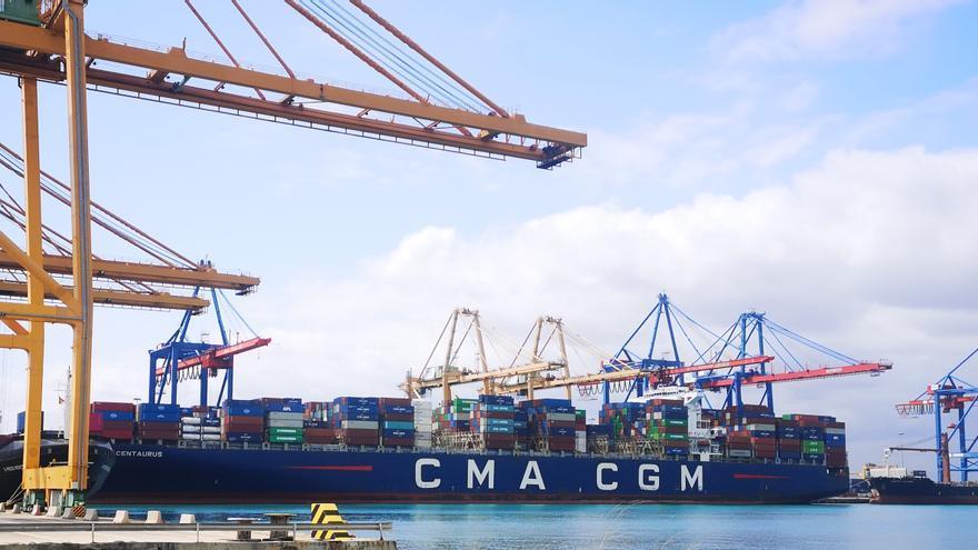El Puerto de Valencia solventa sin disfunciones la llegada de los buques atascados en Suez