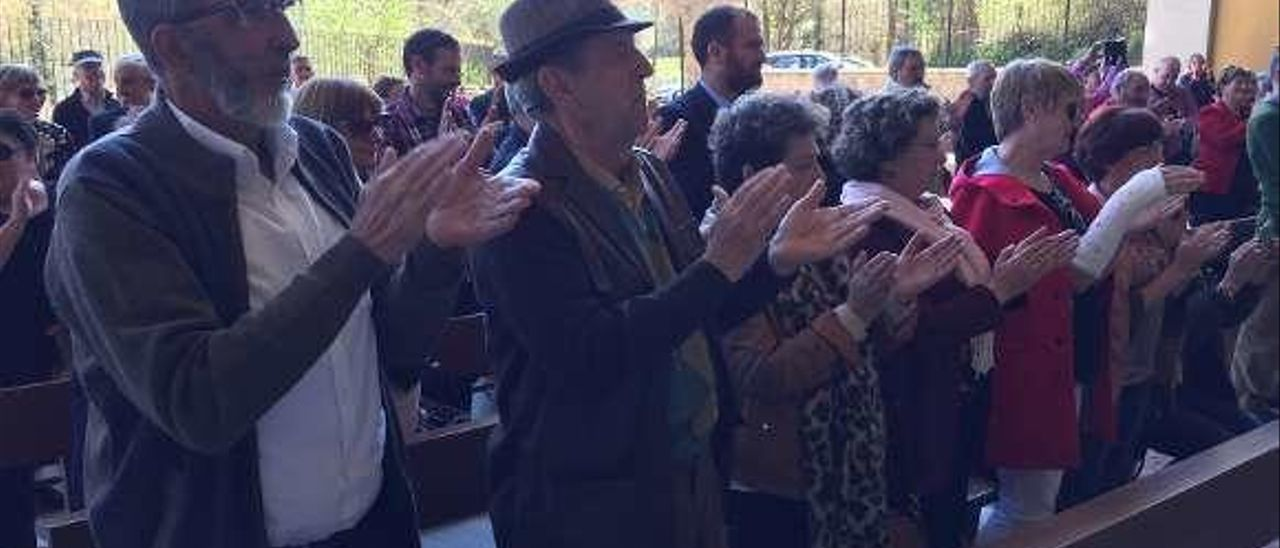 Público asistente al estreno de la marcha de la Virgen de la Cueva.