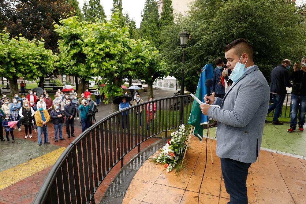 Coronavirus Asturias: Langrea inaugura una placa en memoria de las víctimas del covid