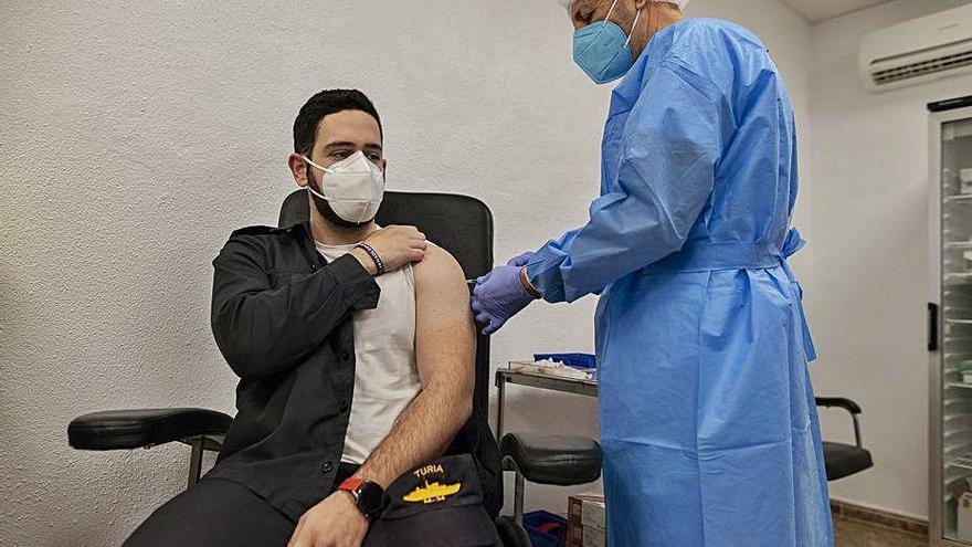 La tripulación del cazaminas Tajo se vacuna tras el 'caso Hespérides'