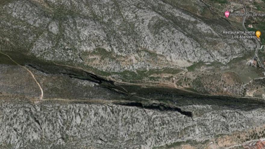 Rescatado y evacuado al hospital un hombre tras una caída en la montaña en el Valle de Abdalajís