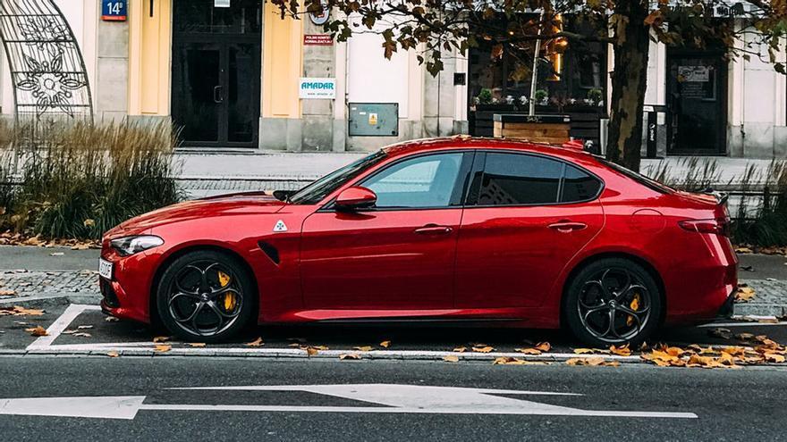 Hasta casi 100 euros de multa por no cambiar este papel de tu coche