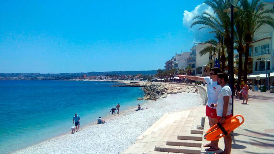 Cuatro empresas pujan por el servicio de los vigilantes de la playa de Xàbia