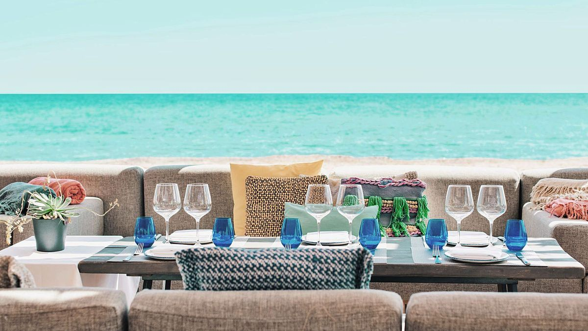 Chiringuito Blue, al sur del paseo marítimo de Santa Eulària, permite realizar un viaje a Oriente a través de sabores y texturas.