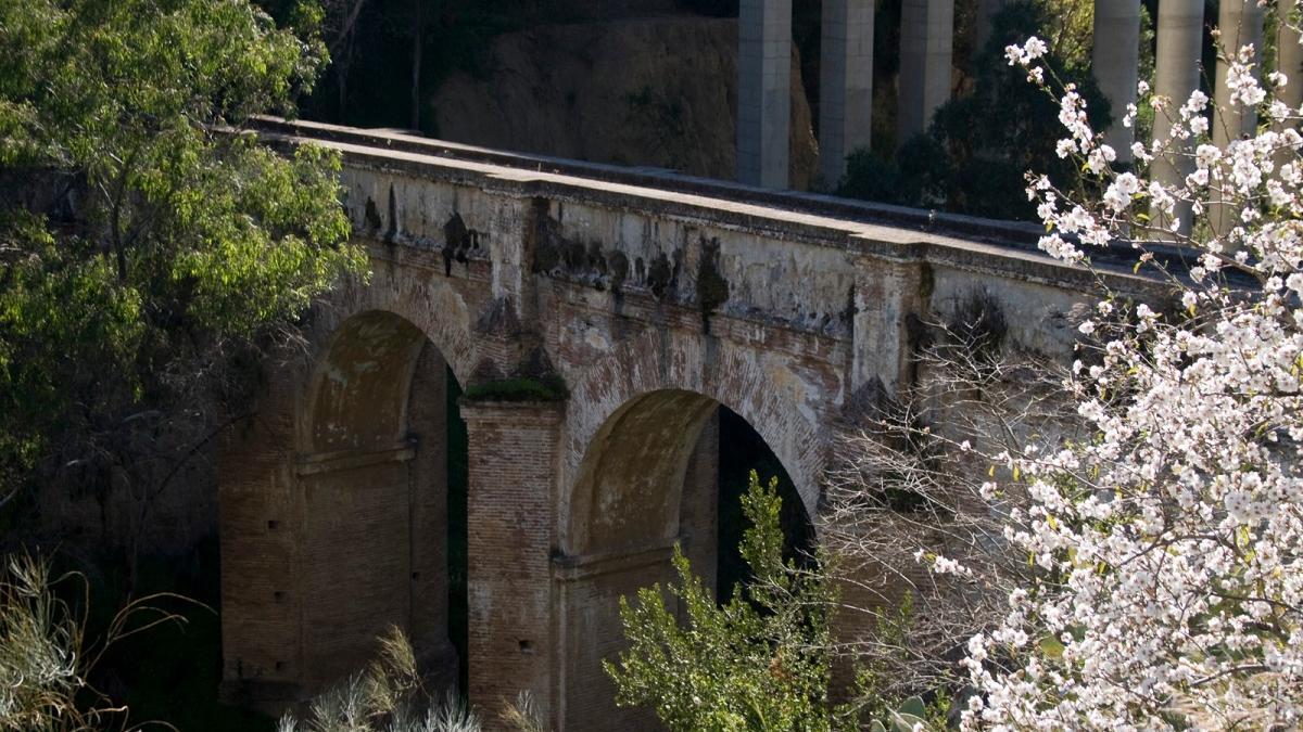 Puente de Humaina, del acueducto de San Telmo, situado junto a la autovía A-45..
