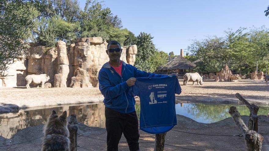 David Casinos, 'padrino' de la 8ª Can-rrera de BIOPARC Valencia, presenta la camiseta oficial