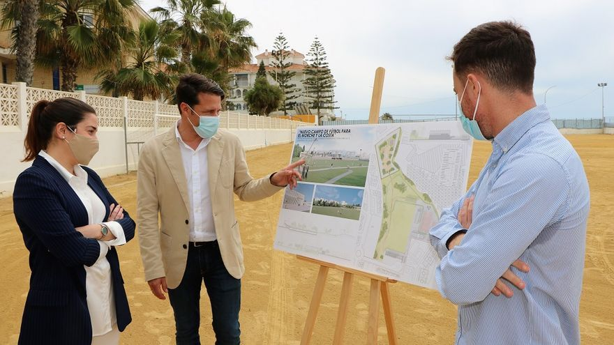 Torrox presenta en el juzgado el proyecto del nuevo campo de fútbol de El Morche