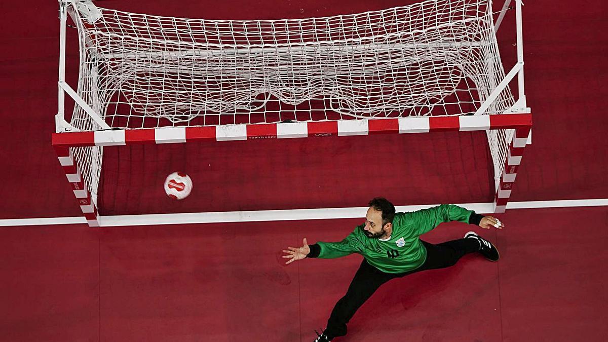 Leo Maciel, en uno de los partidos con Argentina. | |  EFE