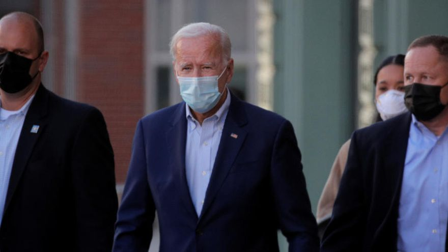 Biden sacaba un récord de 14 puntos de ventaja a Trump antes de su hospitalización