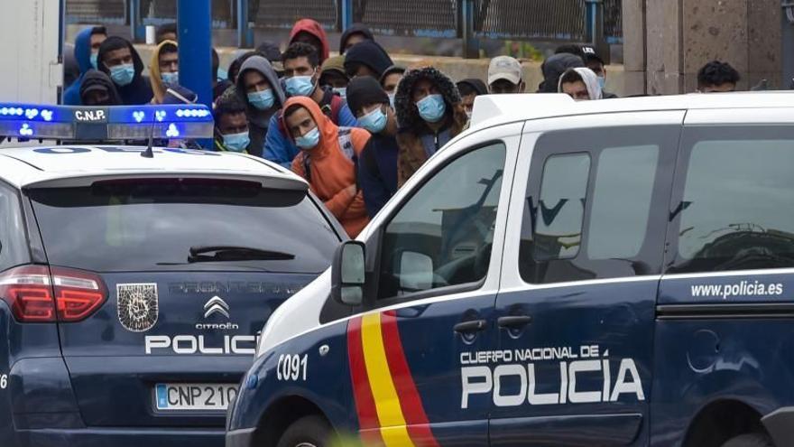 La Policía evita en el Puerto de La Luz que 140 migrantes se suban a un barco a Huelva
