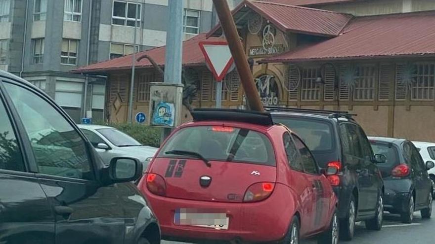 Localizado el conductor que circuló por Vigo con un mástil atravesado en su coche