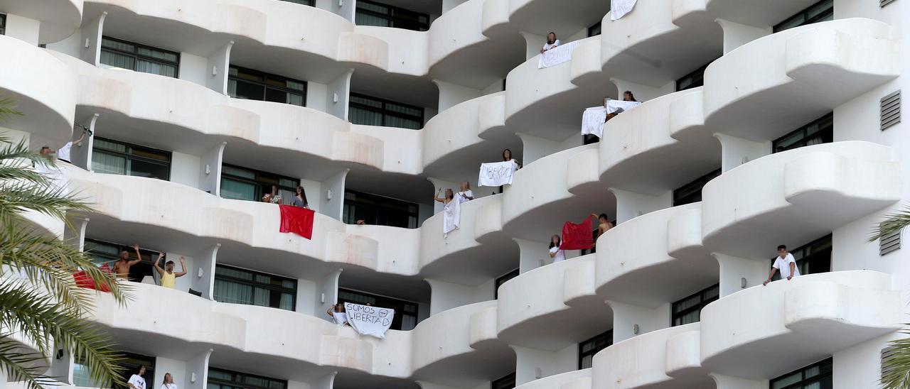 Fiscalía ve ilegal que se retenga a los estudiantes alojados en el hotel covid de Palma por el macrobrote de Mallorca