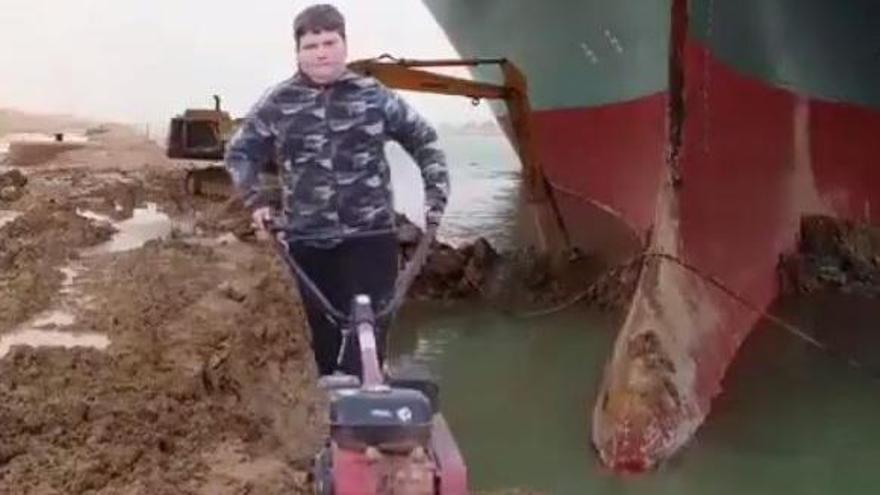 El meme viral de Miquel Montoro 'liberando' al buque 'Ever Given'