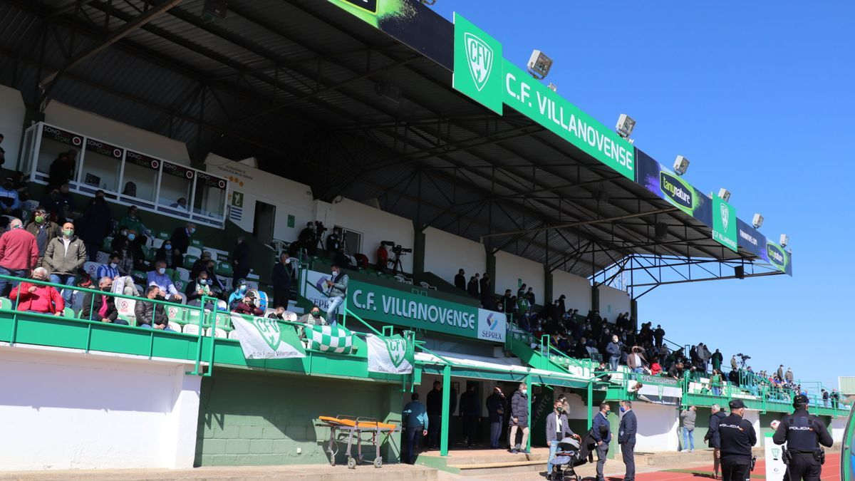 Tribuna del estadio municipal Villanovense.