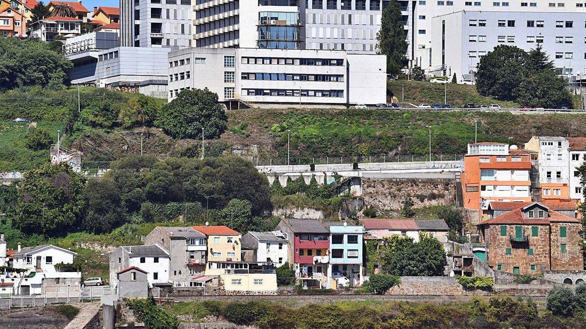 Vista do núcleo das Xubias desde a praia de Santa Cristina.