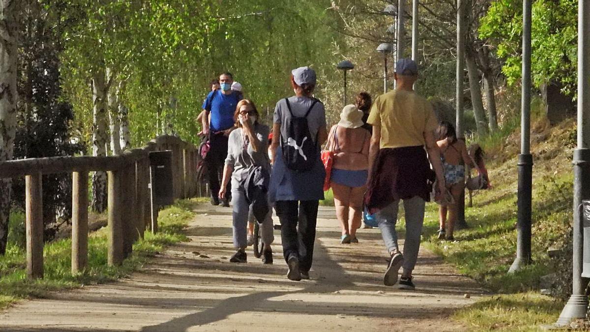 Paseos por la ruta del Miño en un domingo caluroso de marzo.  |  // FERNANDO CASANOVA