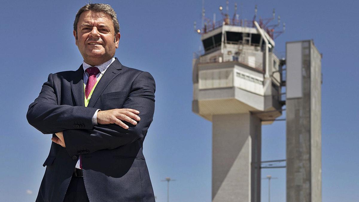 El director de l'aeroport, Vicenç Pallarès, aquesta setmana, a les instal·lacions.  | DAVID APARICIO
