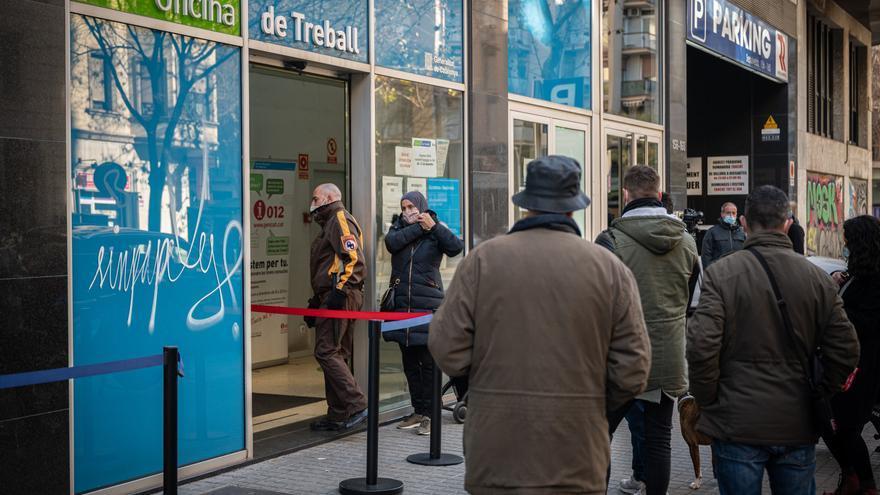 La crisis económica preocupa al 46 % de los españoles, más que la covid
