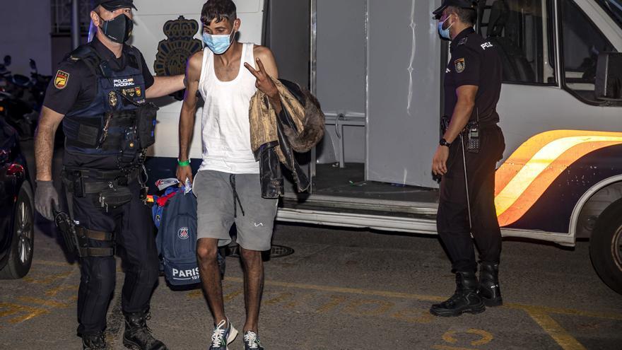 Polizei lässt irreguläre Migranten auf Mallorca laufen