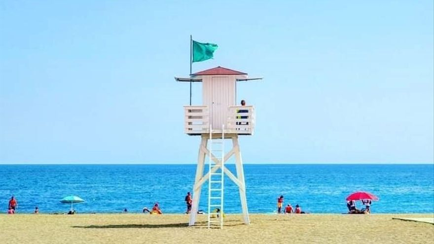 Veinte personas vigilarán las playas de Rincón de la Victoria, del 15 de junio al 15 de septiembre, desde las 12 hasta las 20 horas