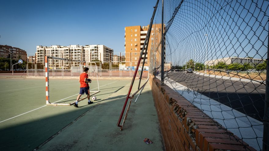 Quejas de los usuarios por el deterioro de las pistas deportivas de La Paz
