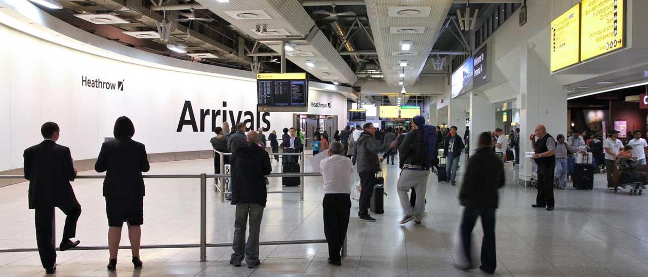 Imagen de archivo del aeropuerto de Heathrow, en Londres.