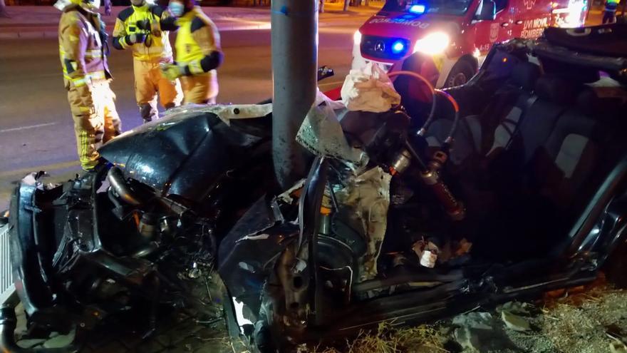 Los bomberos excarcelan a un conductor tras sufrir un accidente en Casablanca
