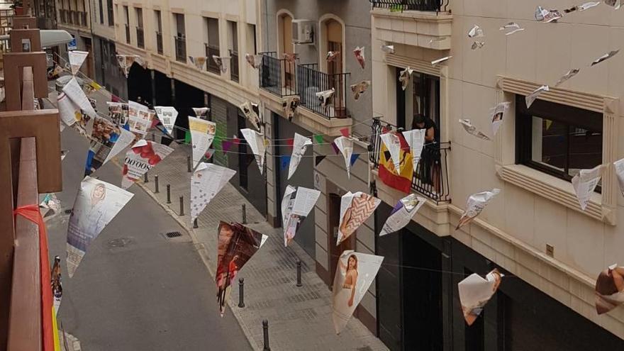La calle Sant Jordi de Elche sale al balcón