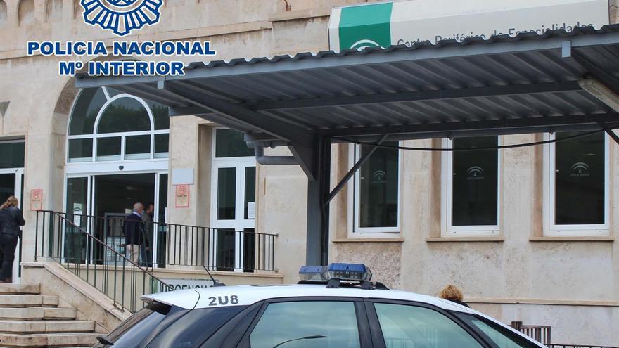 Detenidos dos menores acusados de apuñalar a un indigente con un cuchillo de cocina en Almería