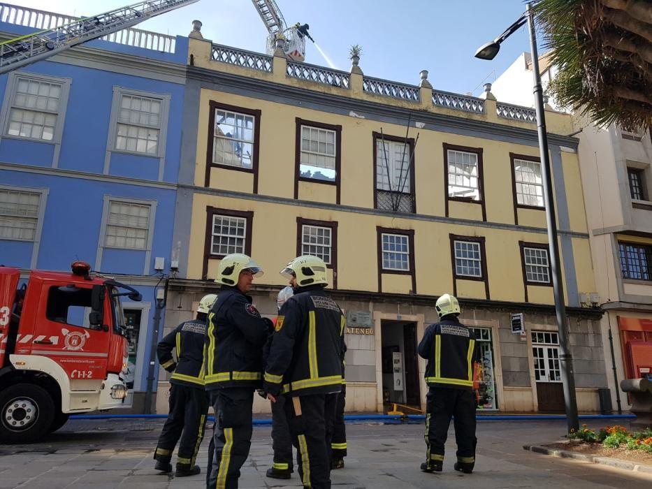 Un incendio destruye el Ateneo de La Laguna