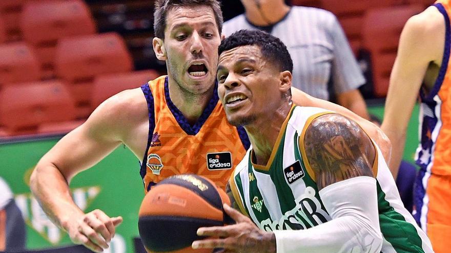 El Valencia Basket la lía en Sevilla