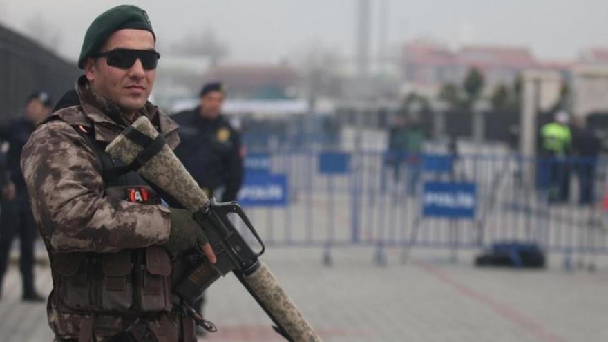 Turquía retira la prohibición de vestir el velo islámico en el Ejército