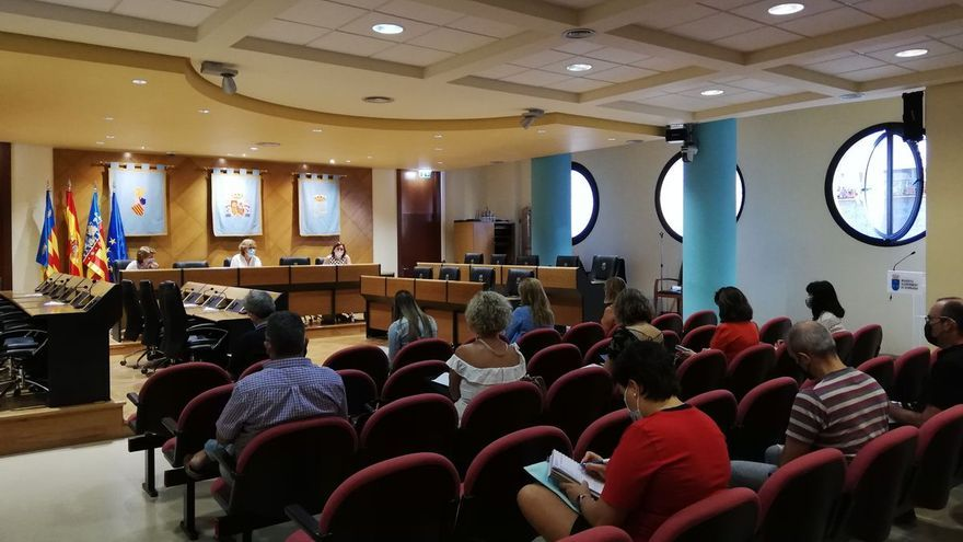 Burriana coordina la vuelta al cole en una reunión con centros educativos y pediatría