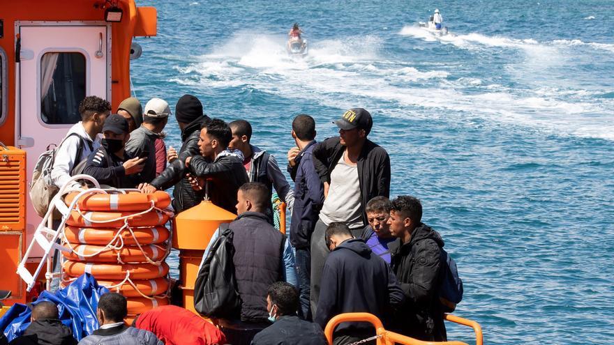 Rescatan a 86 migrantes de dos pateras al sur de Gran Canaria