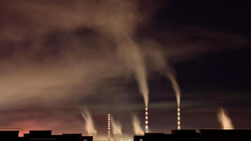 La UE acelera la descarbonización y desoye a la siderurgia sobre el comercio de CO2