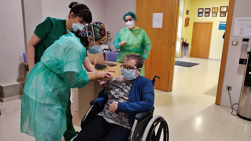La tercera dosis de la vacuna llega hoy a las residencias de Lalín, Vila de Cruces y Rodeiro