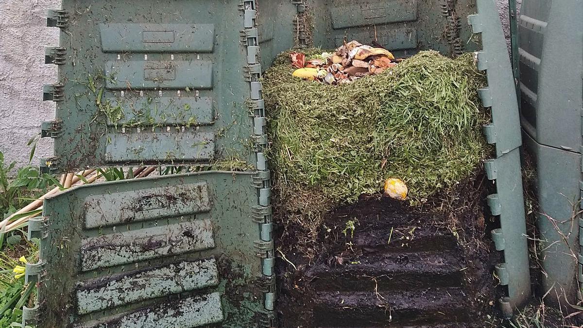 Vista del interior del compostero de un vecino de Cambre. |   // LA OPINIÓN