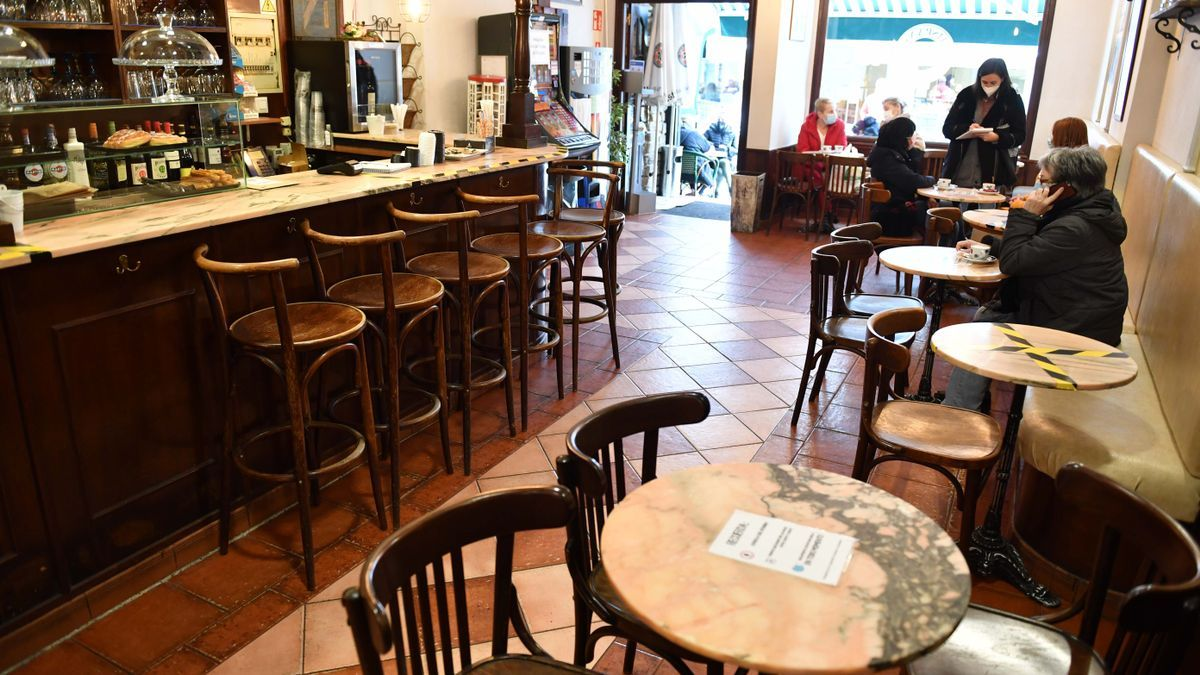 Interior de un local de hostelería de A Coruña, uno de los negocios que podrán beneficiarse de bonos y ayudas con el nuevo Presco.