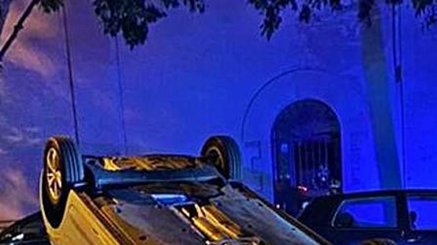 Vuelca un coche de noche enSon Armadams