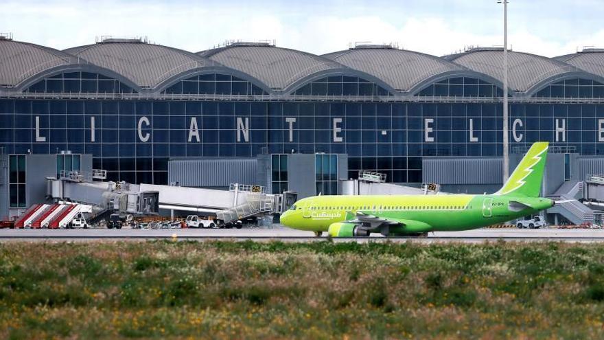 El aeropuerto de Alicante-Elche cierra por el temporal
