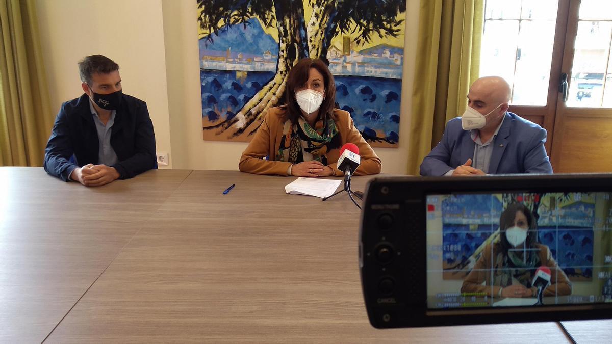 Rueda de prensa tras la firma del convenio entre el Ayuntamiento de Priego y el Centro Comercial Abierto.