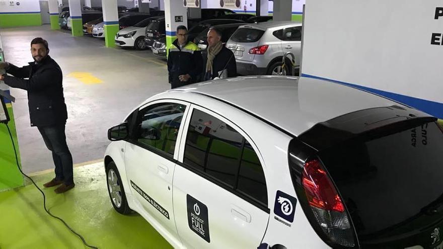 Los vehículos eléctricos no pagarán por aparcar en la zona azul de Lorca