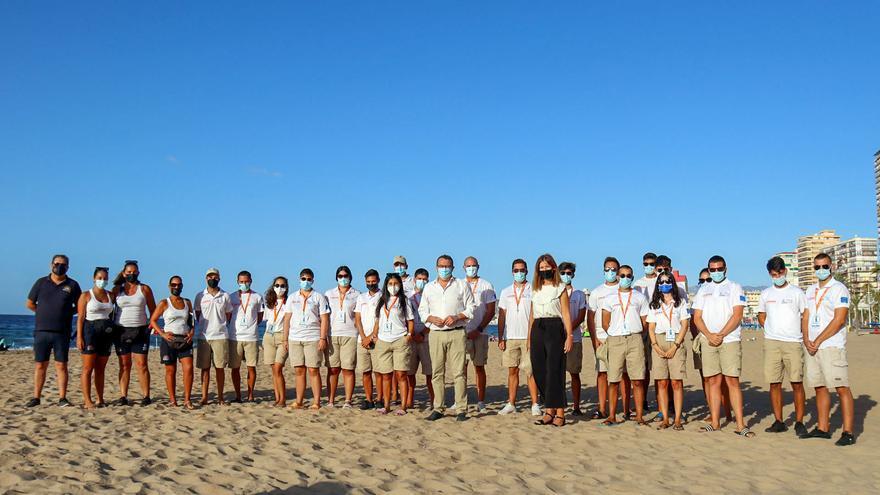 Benidorm dice adiós a los 58 jóvenes contratados como auxiliares de playa