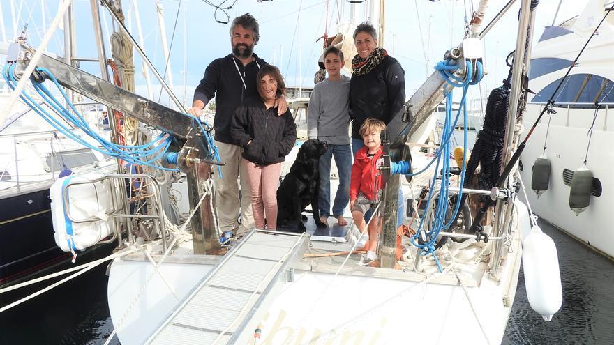 Una familia de navegantes italianos atrapados en Formentera por el covid