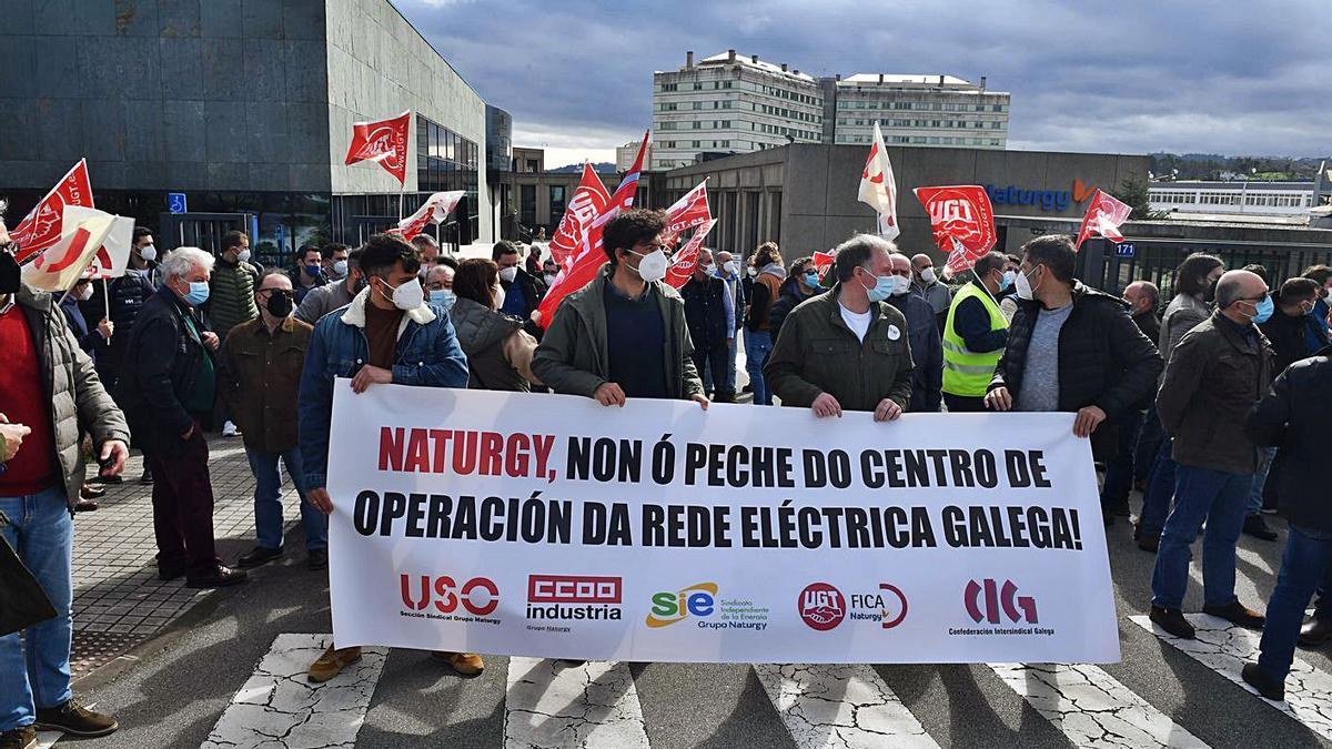 Trabajadores de Naturgy, concentrados contra el cierre del Centro de Operación de la Red.