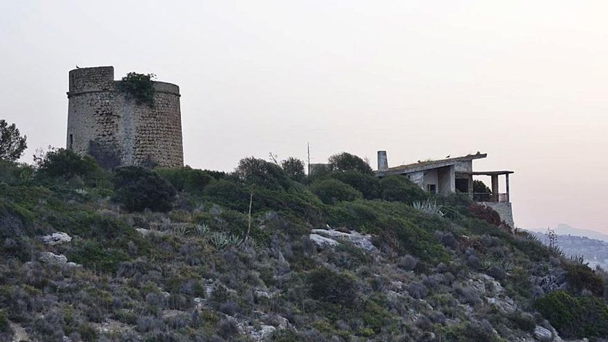 Vecinos de Palmanova lamentan que la Torre de na Nadala siga cerrada